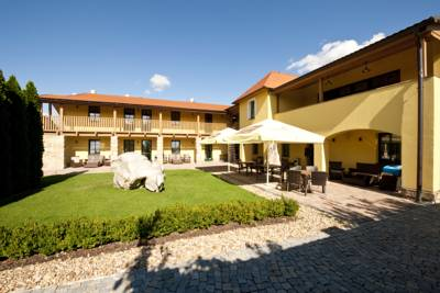 Pension Hotel Garni Klaret in Valtice