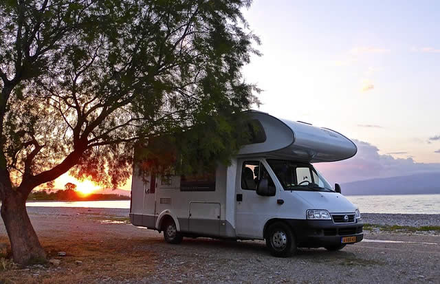 camper und wohnmobile urlaub in tschechien mit dem wohnwagen in die tschechische republik. Black Bedroom Furniture Sets. Home Design Ideas